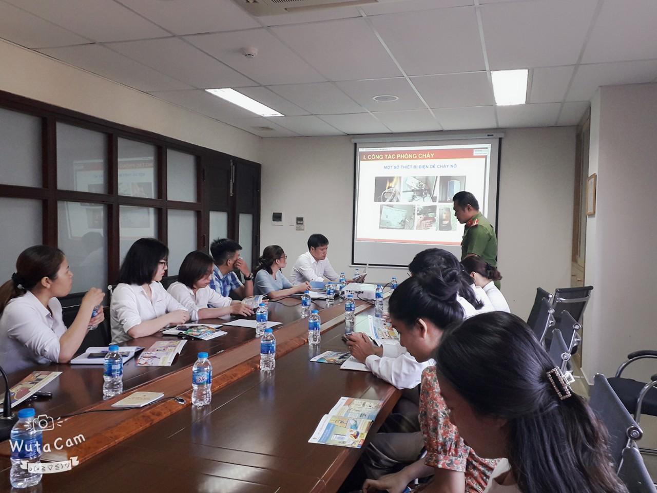Tuyên truyền, thực tập, huấn luyện công tác PCCC tại chỗ cho CBNV năm 2020